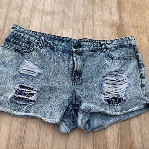 Acid wash tribal print jean shorts size 20